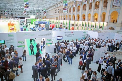 гостиный двор, enes, люди, регистрация участников форума, молодёжь на выставке, много людей, люди разговаривают
