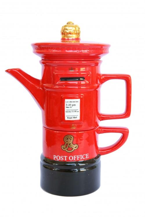 Английский заварочный сувенирный чайник. Скачать фото хорошего качества бесплатно.