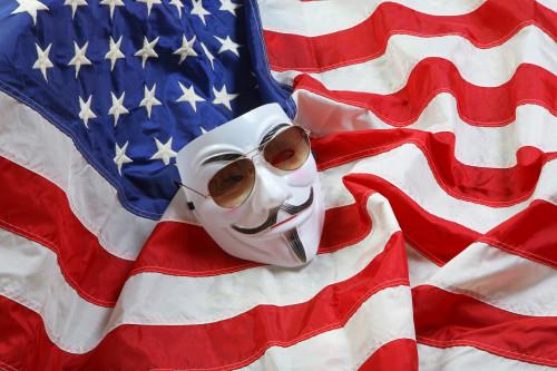 anonimus-maska-gaya-foksa-amerikanskiy-flag.jpg