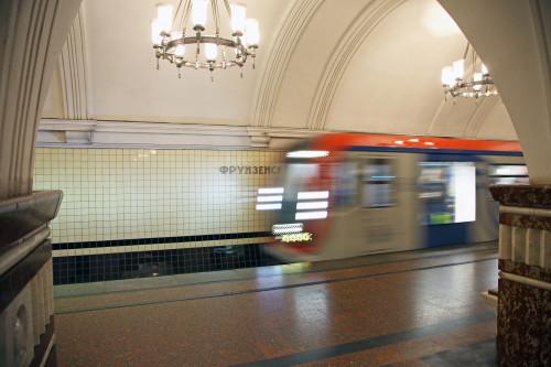 metro-frunzenskay-pribytie-poezda.jpg