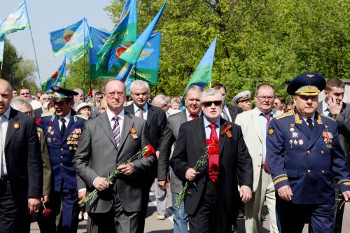 mironov-shamanov-demin-na-parade.jpg