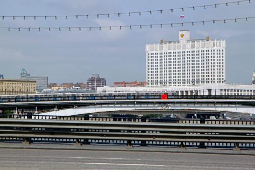 rossiya-moskva-beliy-dom-bagrationovskiy-most.jpg