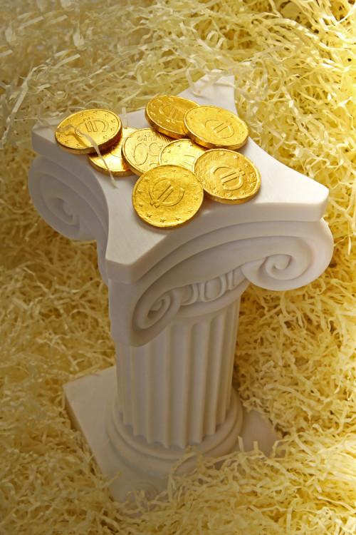 gretsiya-kolonna-monety-evro-i-struzhka.jpg