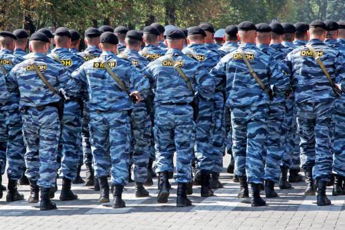 rossiya-belgorog-mvd-omon-shagaet-po-platsy.jpg