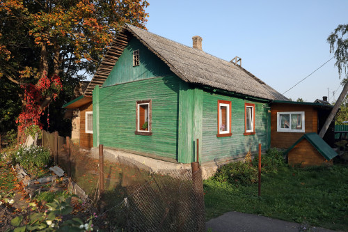 derevensiy_dom_derevnya-izborsk.jpg