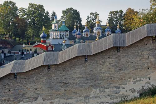 svyato_uspenskiy_pskovo_pechorsiy_monastyr.jpg