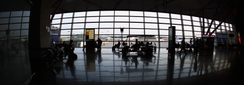 aeroport_vnukovo_moscow_russia_ludi.jpg