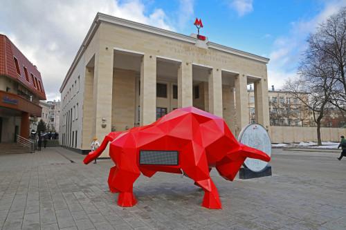 красный бык, бычок, собянин, задумка, бык на солнечных батареях