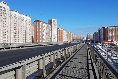 Фото: Станислав Тихомиров, Москва, метро Некрасовка, дом, дома, многоэтажки, мост, церковь.