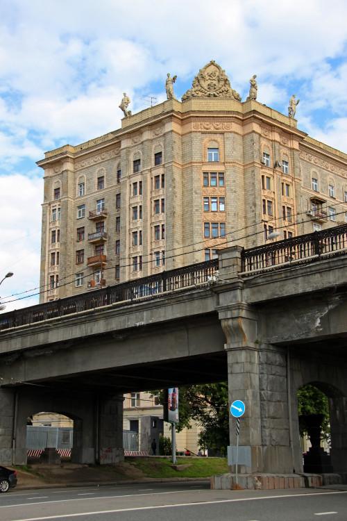 moskva-dom-smolenskaya-naderezhnaya2.jpg