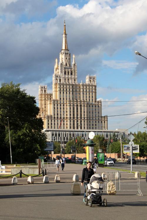 moskva-stalinskaya-visotka-na-barrikadnoy.jpg