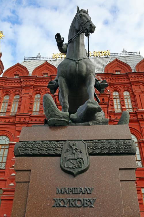 marshal_zhukov_moskva_manezhnaya_ploshchad.jpg
