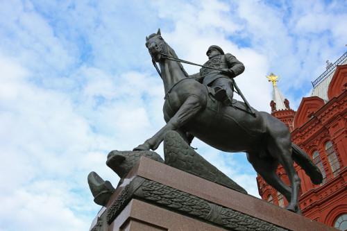 marshal_zhukov_moskva_manezhnaya_ploshchad5.jpg