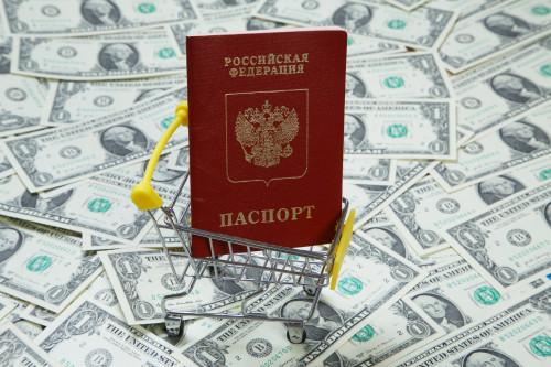 amerikanskiy_dollar_rossiyskiy_pasport.jpg